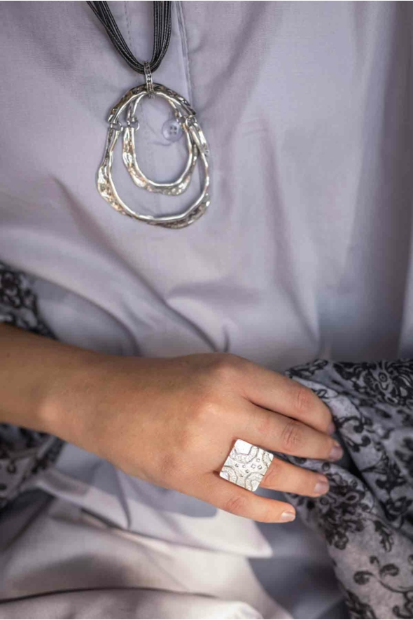 Négyzet alakú gyűrű
